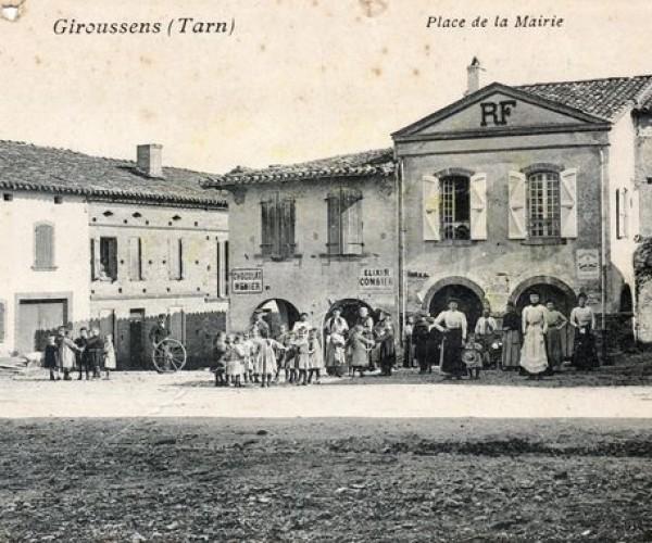 Giroussens__Tarn__Place_de_la_mairie_1908